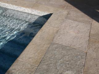 Margelle et dallage pierre d'Inde sable
